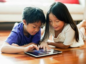 Niño con iPad