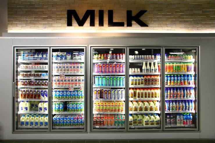 productos frecuentes en demanda (tales como leche)